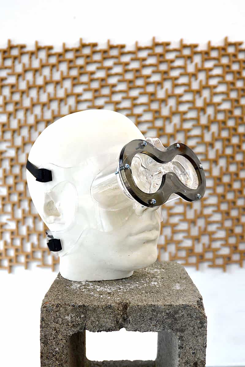goggle-like mask on model with figure-eight shaped viewport